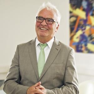 Prof. Dr. Bernd Halfar