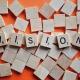 Strategie und Markt braucht Vision. Scrabble Steine bilden das Wort Vision